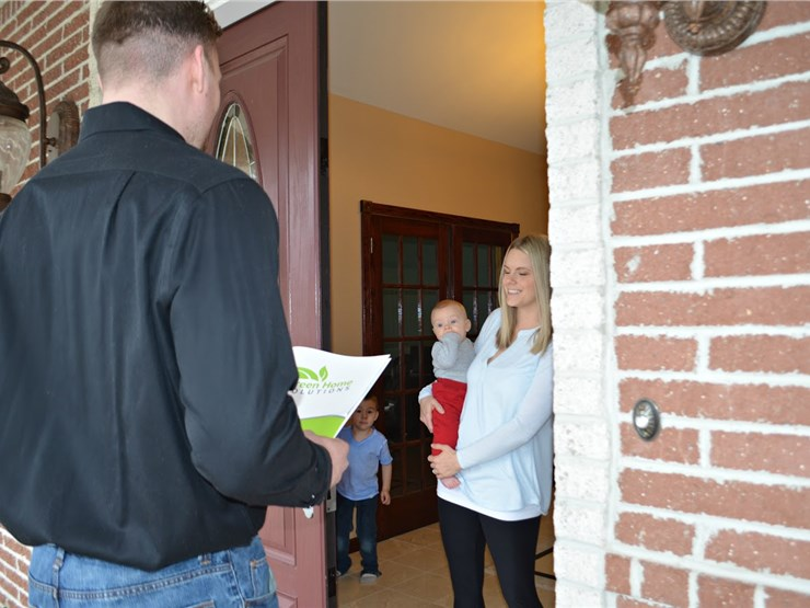 green home solutions discussing mold odor removal with customer in morristown